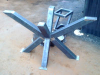 Metalowa konstrukcja stolika