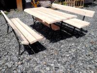 Stolik metalowy z drewnianym blatem