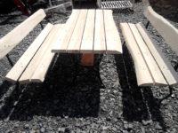 Stoliki z metalowymi nogami